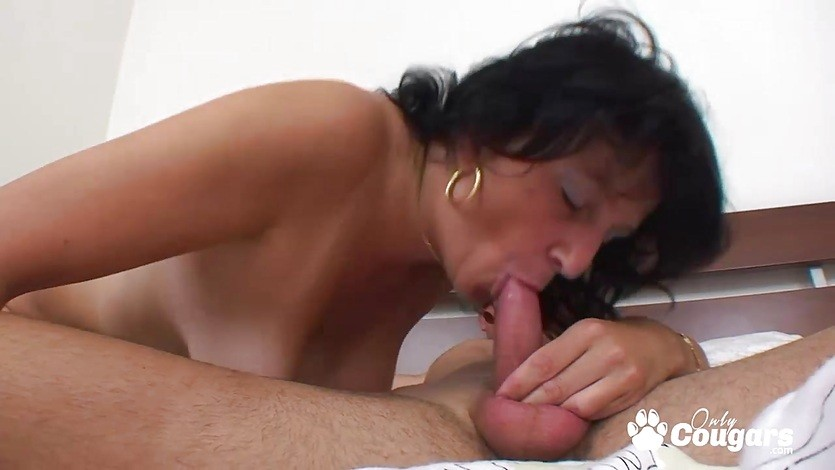Big boobs mature whore jumping on dick