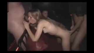 Entry into a swinger club, the first exposure, look everyone!